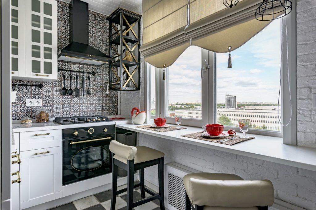 Кухня со столом-подоконником