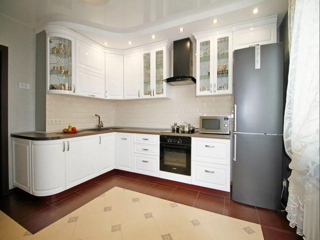 Кухня с внешним углом в белом цвете