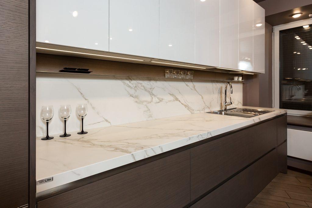 Столешницы для кухни делаются из различных материалов, отличающихся своими параметрами